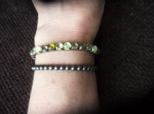 3 X  ELASTICATED BRACELETS 2 x GUNMETAL SMALL BEADS, AND A SPARKLE STONE SET